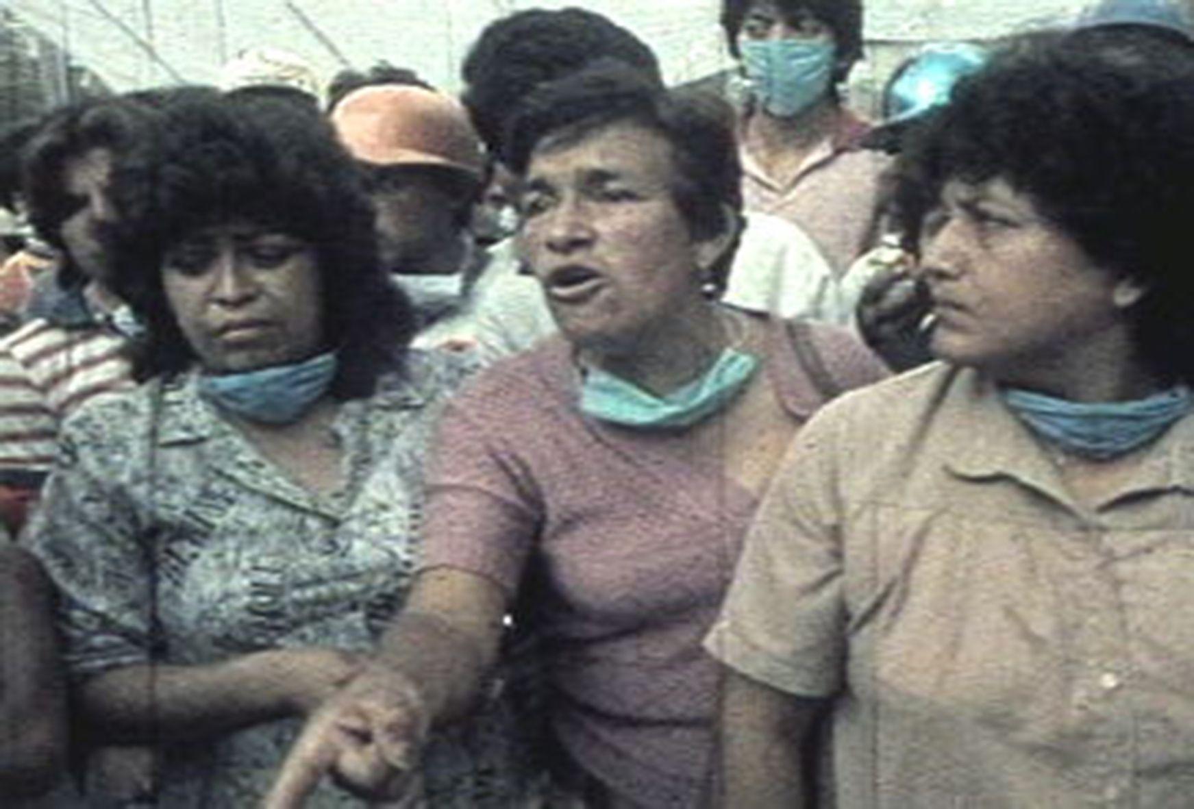 Still de No les pedimos un viaje a la Luna, dir. María del Carmen De Lara, ©S/D (Maricarmen De Lara), México, 1986.