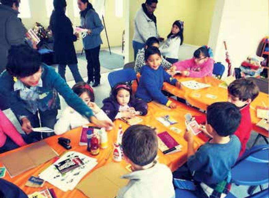 Kodama promueve la cultura a través de talleres para la elaboración de libros cartoneros.