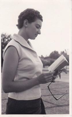 Angelina Muñiz, de estudiante en la Facultad de Filosofía y Letras. Archivo personal de la escritora.