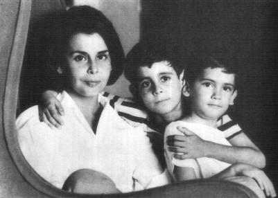 Blanca Varela con hijos. FOTO ALICIA BENAVIDES