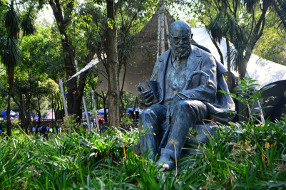 Escultura de Alfonso Reyes en la Casa del Lago, CDMX. Wikimedia Commons.