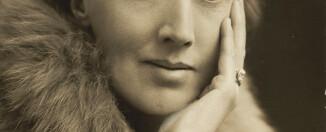 Virginia Woolf, 1927. Wikimedia.