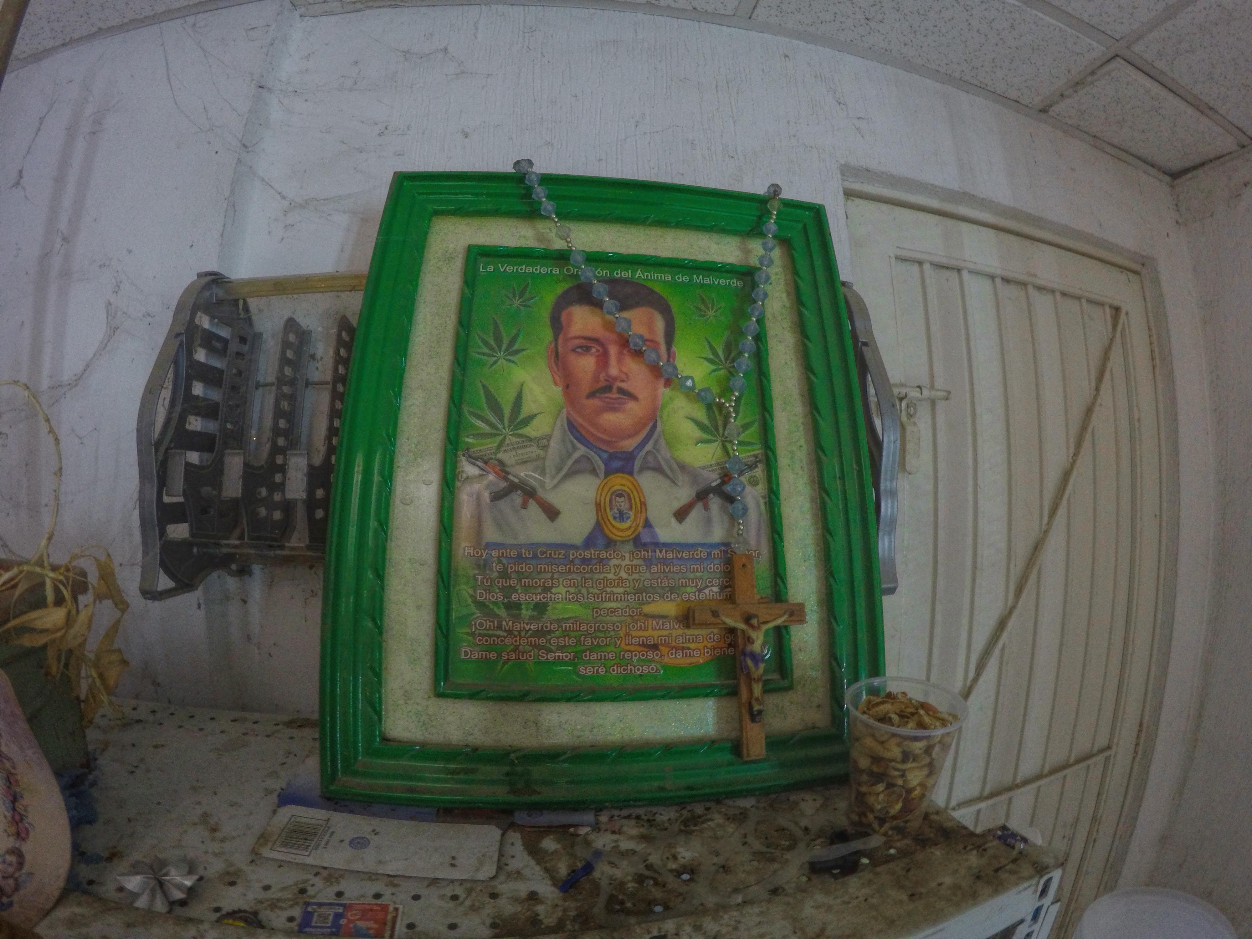Cuadro de Malverde captado en expendio de cerveza. Mazatlán. Fotografía por Gerardo Muñoz