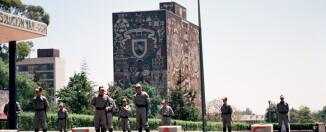 La Policía Federal Preventiva resguarda la UNAM tras la huelga, 2000, Wikimedia Commons.