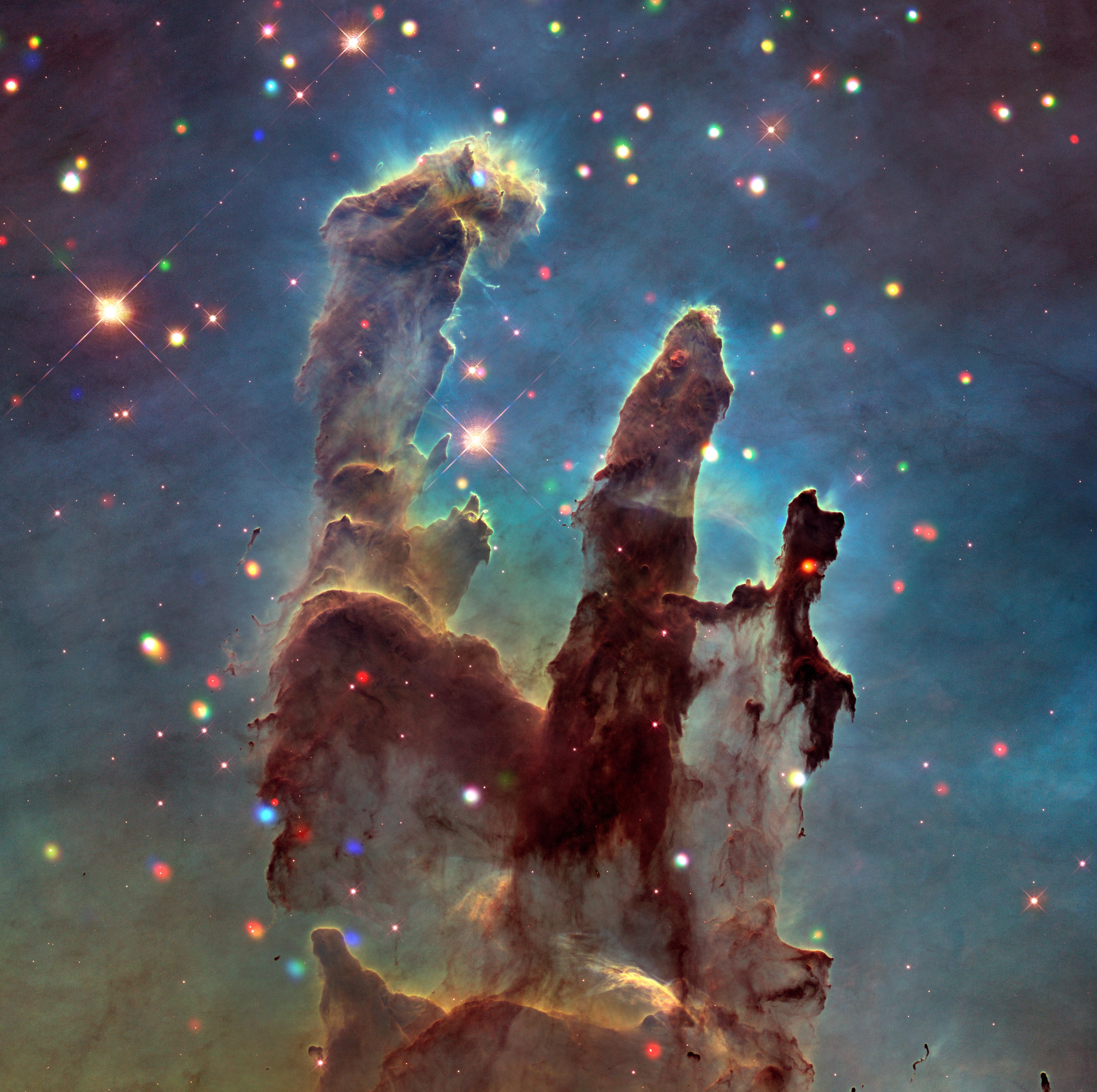 """Nebulosa del Águila también conocida como Messier 16, contiene un cúmulo estelar abierto llamado """"Los pilares de la creación"""". Imagen de NASA."""