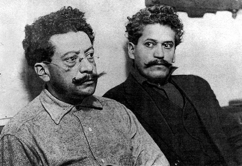 Ricardo y Enrique Flores Magón. Wikimedia Commons