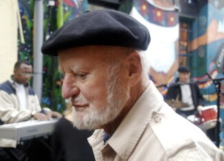 """Steve Rhodes, """"Lawrence Ferlinghetti at the San Francisco International Poetry Festival"""", Flickr, CC BY-NC-SA 2.0"""