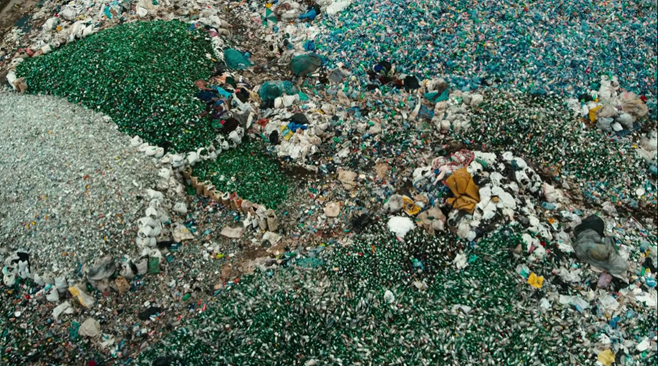 """paisaje antropocenico"") del documental ""Manufactured Landscapes"" (2006) de J. Baichwal y E. Burtysnky"
